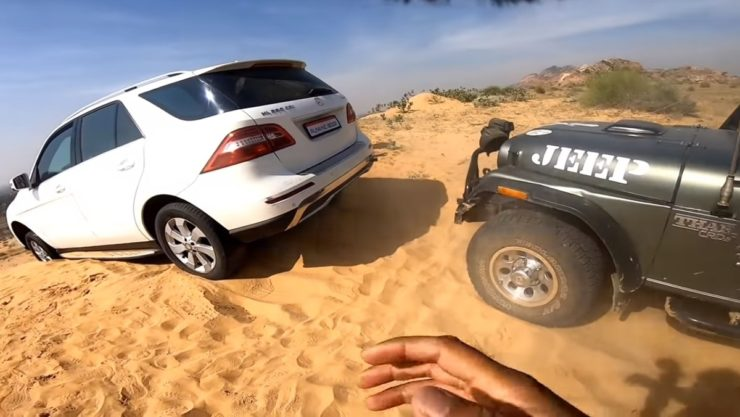 Mercedes Benz ML250 off road rescue by Mahindra Thar