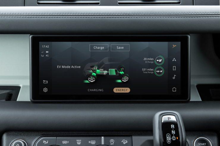 P400e Land Rover Defender 110 PHEV infotainment system