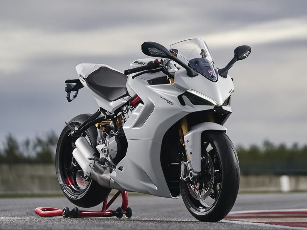 2021 Ducati SuperSport 950 S front angle
