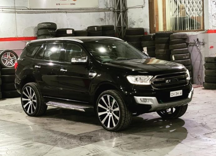 Ford Endeavour modified 24 inch wheels 1