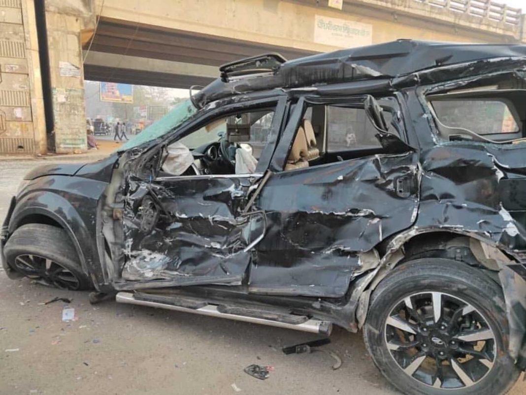 Mahindra XUV500 accident 1