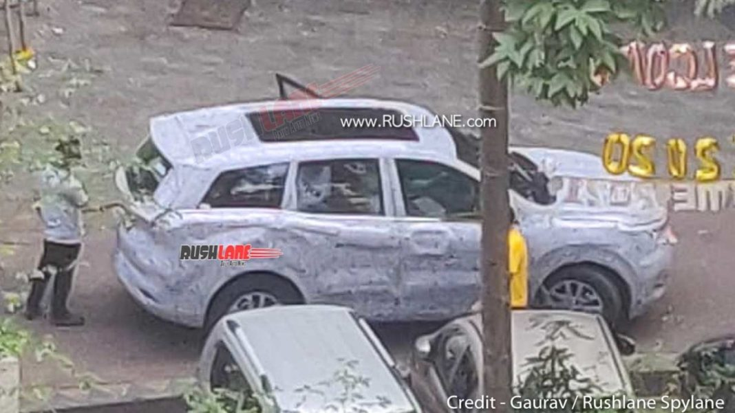 2021 Mahindra XUV500 panoramic sunroof