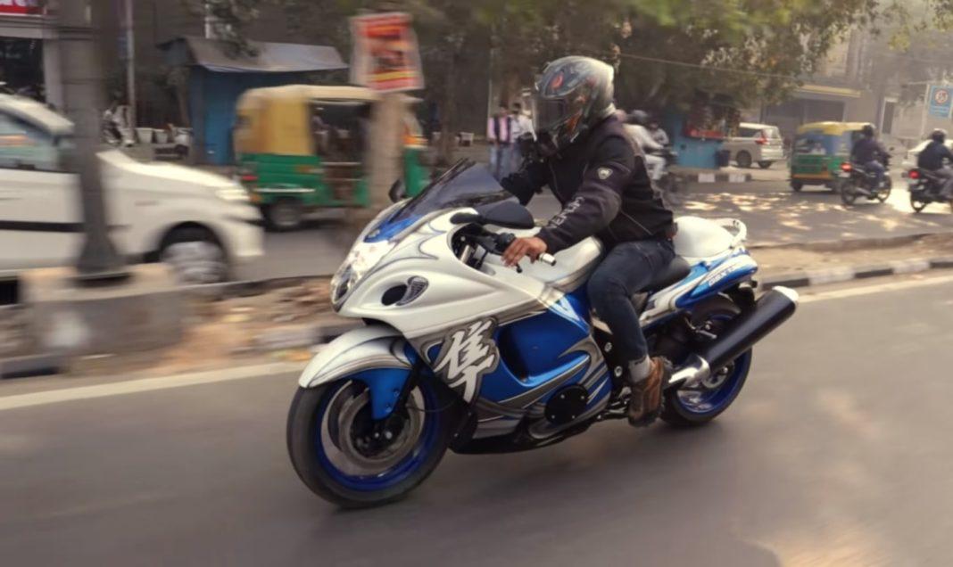 Bajaj Pulsar 220 transformed into Suzuki Hayabusa
