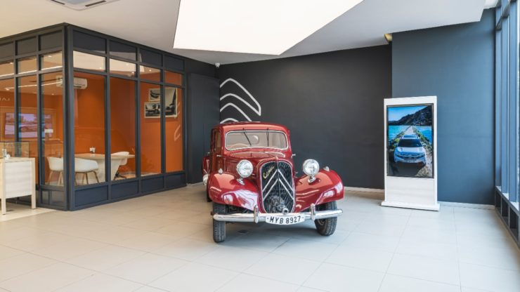La Maison Citroen Dealership Ahmedabad vintage car display