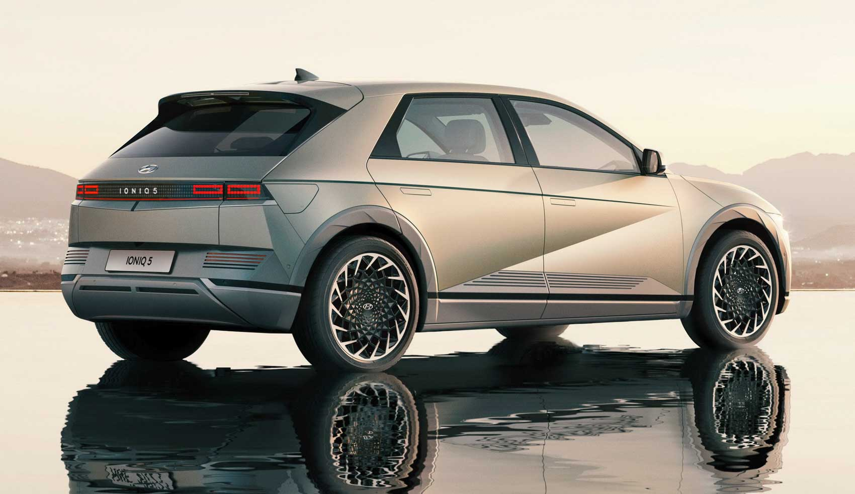 Hyundai Ioniq 5 Unveiled With Nearly 500 Km Range; 0-100 In 5.2 Seconds - GaadiWaadi.com
