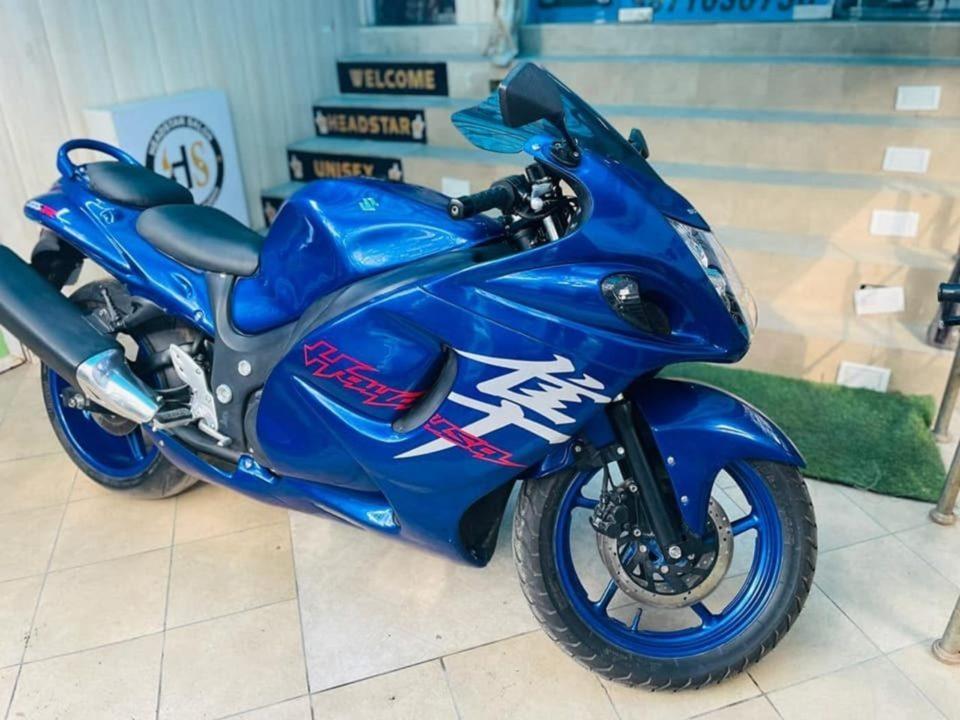 Hero Karizma ZMR modified into Suzuki Hayabusa