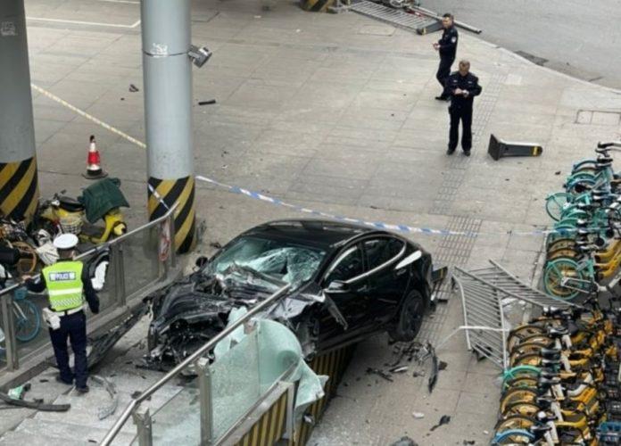 Tesla Model 3 accident Chengdu image 2