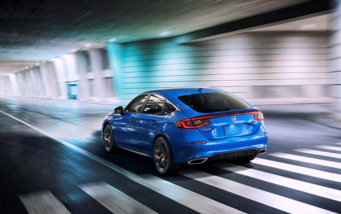 Detrás del Honda Civic hatchback 2022