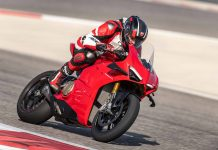 DUCATI PANIGALE V4 ACTION