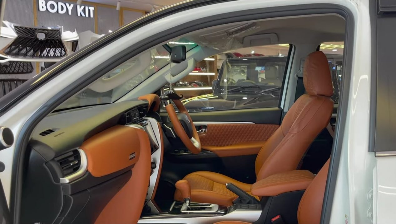 modified Toyota Fortuner Tang interior
