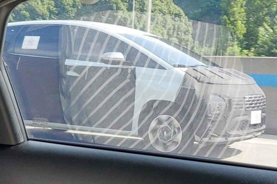 Hyundai Stargazer spied front angle