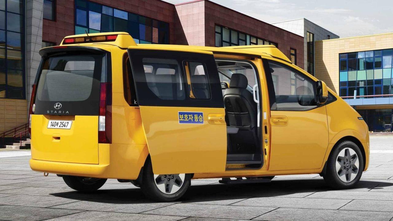 hyundai staria kinder school bus rear angle